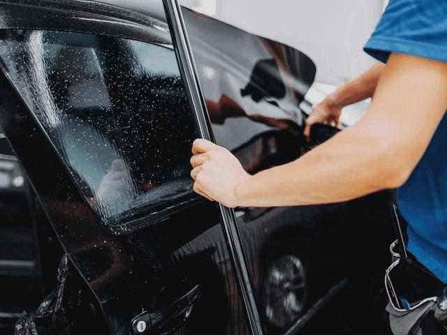 Dán phim cách nhiệt giúp bảo vệ xe và duy trì nhiệt độ trong xe