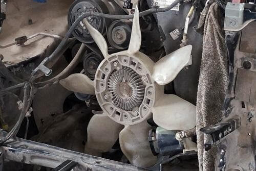 Làm sạch quạt gió ô tô để tránh bám bẩn quá nhiều